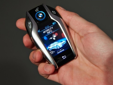 BMW 7-series' key has a full color touch screen. It has options to lock and unlock the car, pop open the trunk, and panic.