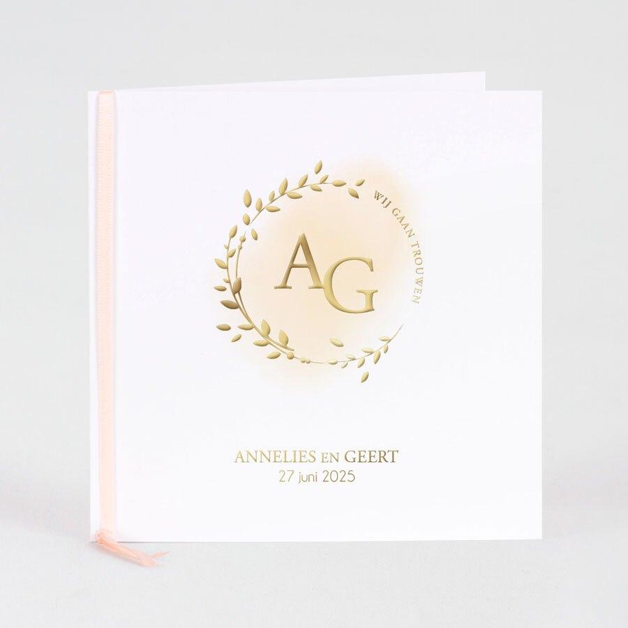 chique-trouwkaart-met-krans-en-initialen-in-goudfolie-TA0110-1900074-15-1