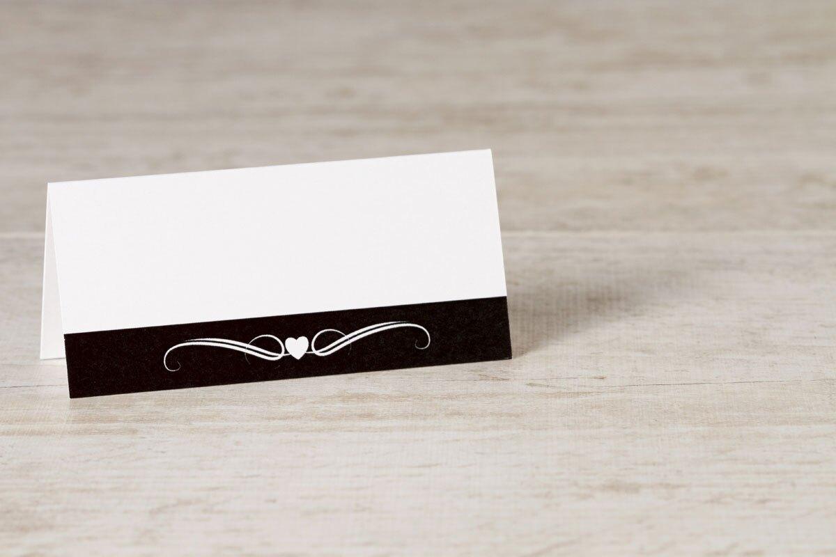 wit-tafelkaartje-met-zwarte-band-hartje-en-krul-TA0122-1500007-15-1