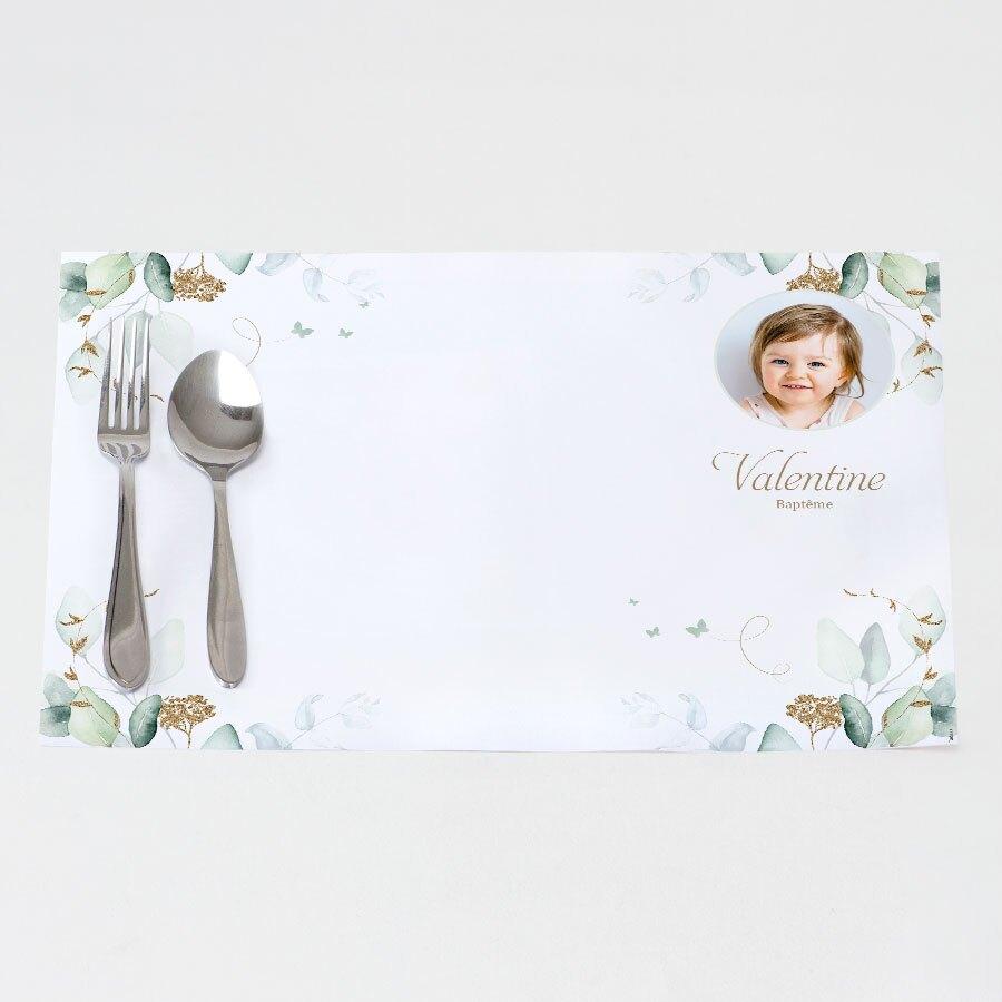 set-de-table-bapteme-eucalyptus-et-fleurs-dorees-TA05906-2000002-09-1
