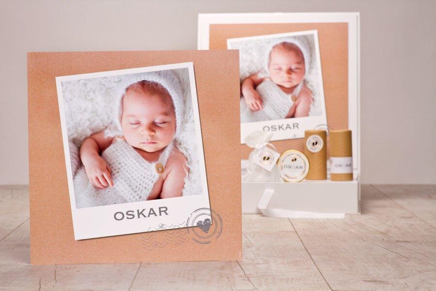 poster-fuer-praesentationsbox-kraftpapier-optik-mit-polaroid-foto-TA1573-1900002-07-1