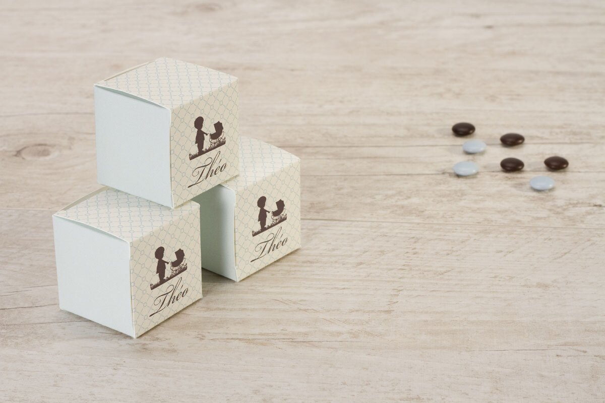 boite-a-dragees-naissance-cube-garcon-et-landau-TA1575-1300002-09-1