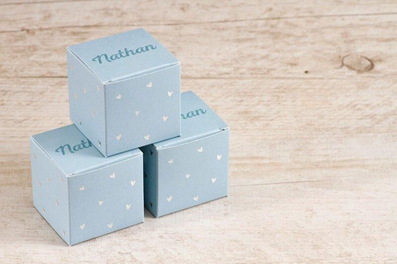 boite-a-dragees-naissance-cube-coeurs-argentes-TA1575-1700001-09-1