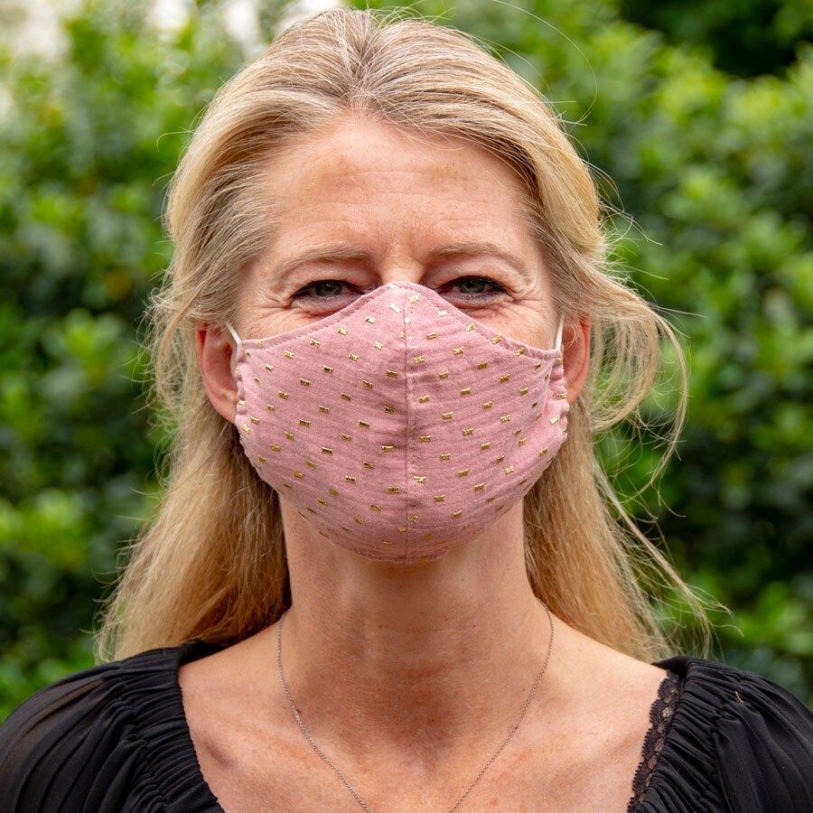 masque-de-protection-en-tissu-adulte-rose-et-cubes-dores-TA290-021-09-1